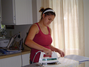 ironing_ellie_02